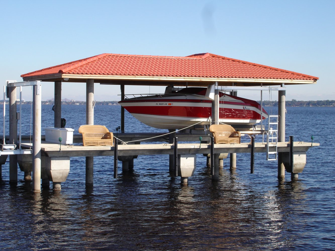 10,000 lb Maxi Boathouse Lift with Roof Tabs