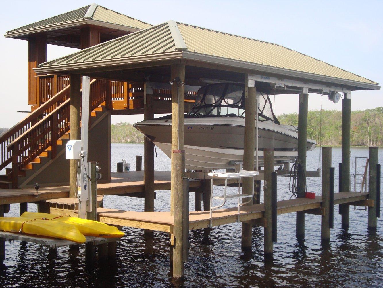 13K DECO CRS 6-post boathouse lift