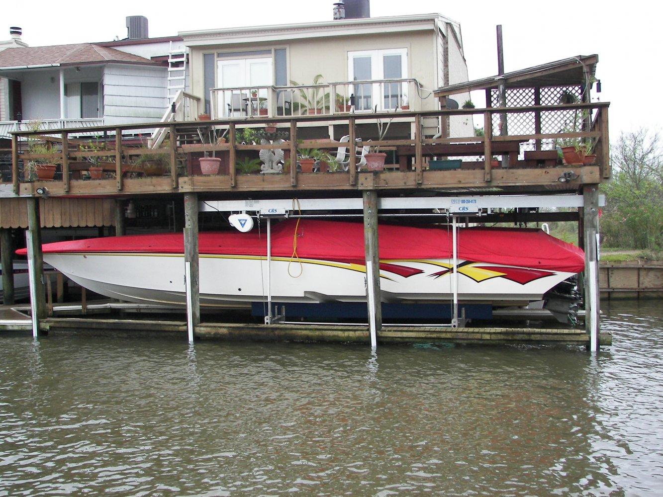 16,000 lb DECO CRS 6-Piling Sidemount Lift