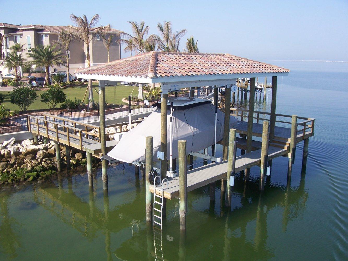 20,000 lb DECO Boathouse Lift 4-Piling