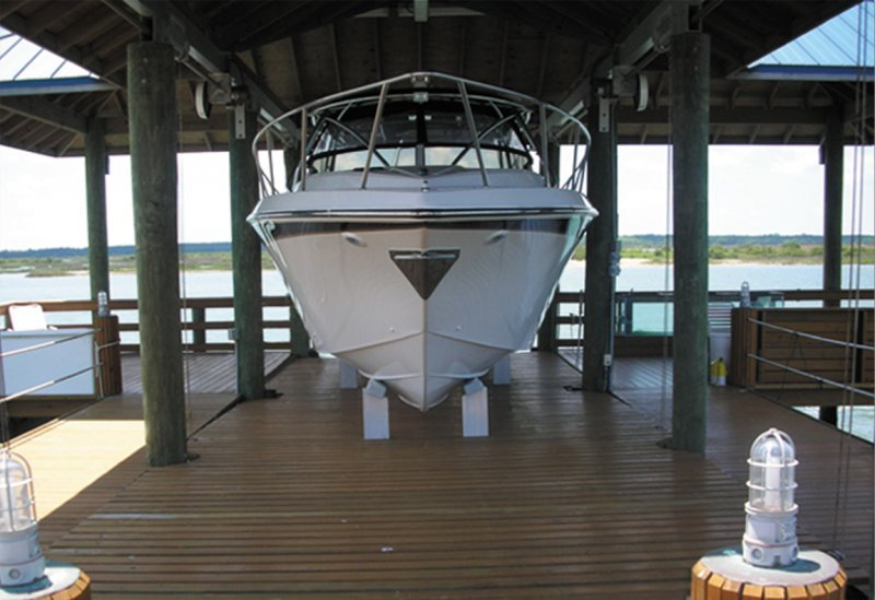 20,000 lb DECO Boathouse DECKLift