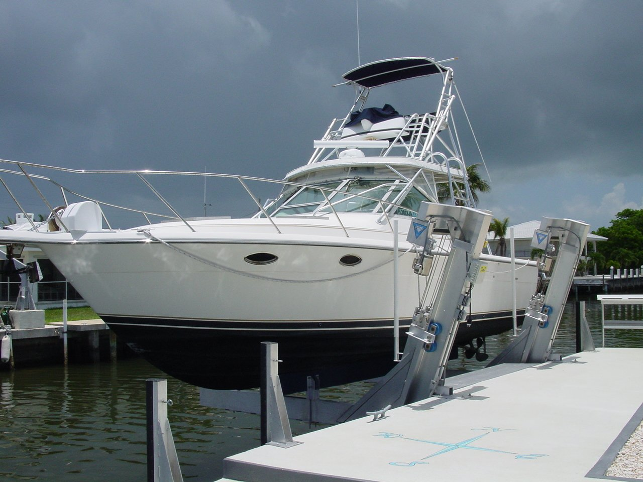 Elevator lift deco boat lifts for Boat lift motor covers