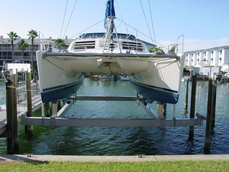 Know our boat: Share Catamaran boat lift