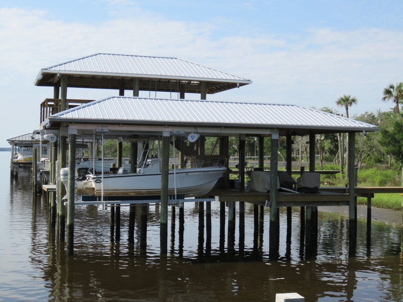 10,000 lb DECO Boathsoue Lift with Roof Tabs & CRS