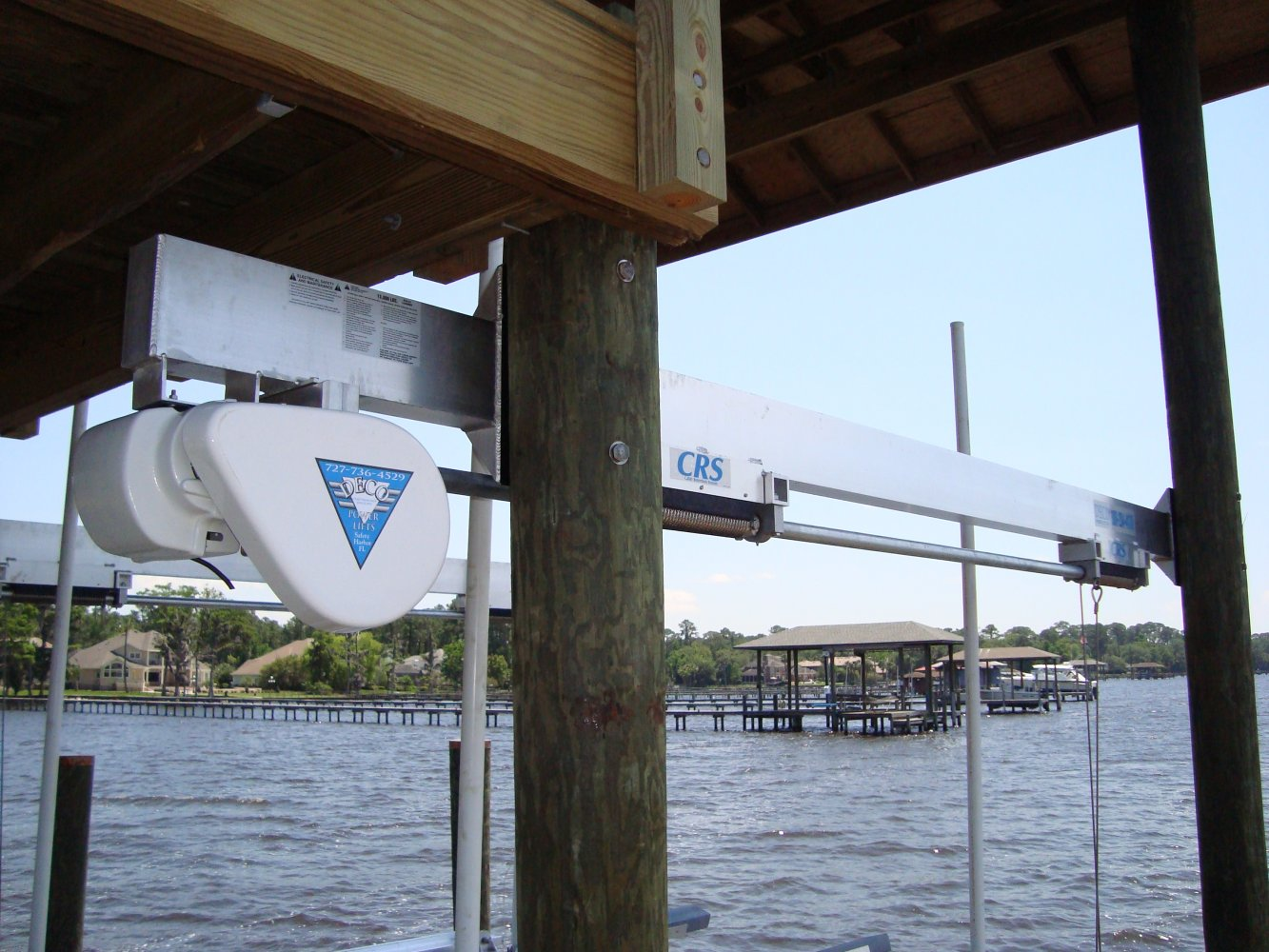 10,000 lb DECO Sidemounted Boathouse Lift (4-Piling)