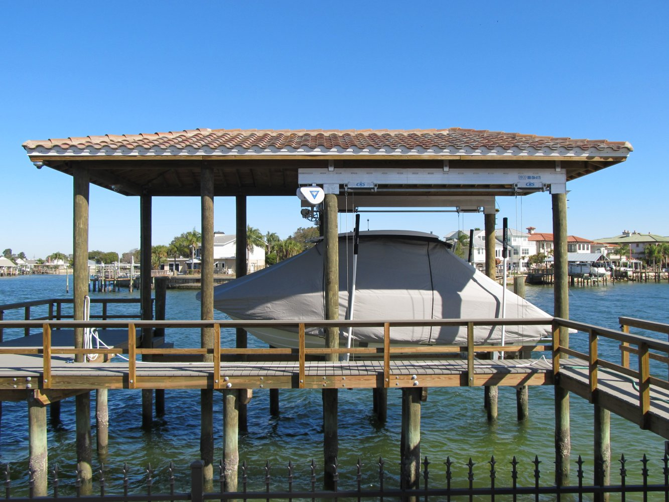 20,000 lb DECO Boathouse Lift with CRS & Roof Tabs 4-Piling