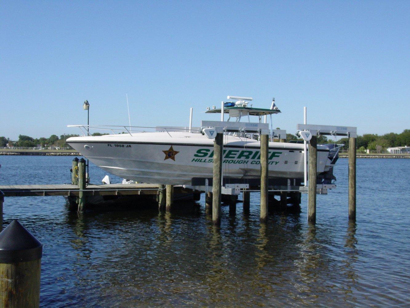 25,000 lb DECO Lift Sheriff's Dept 8-Piling
