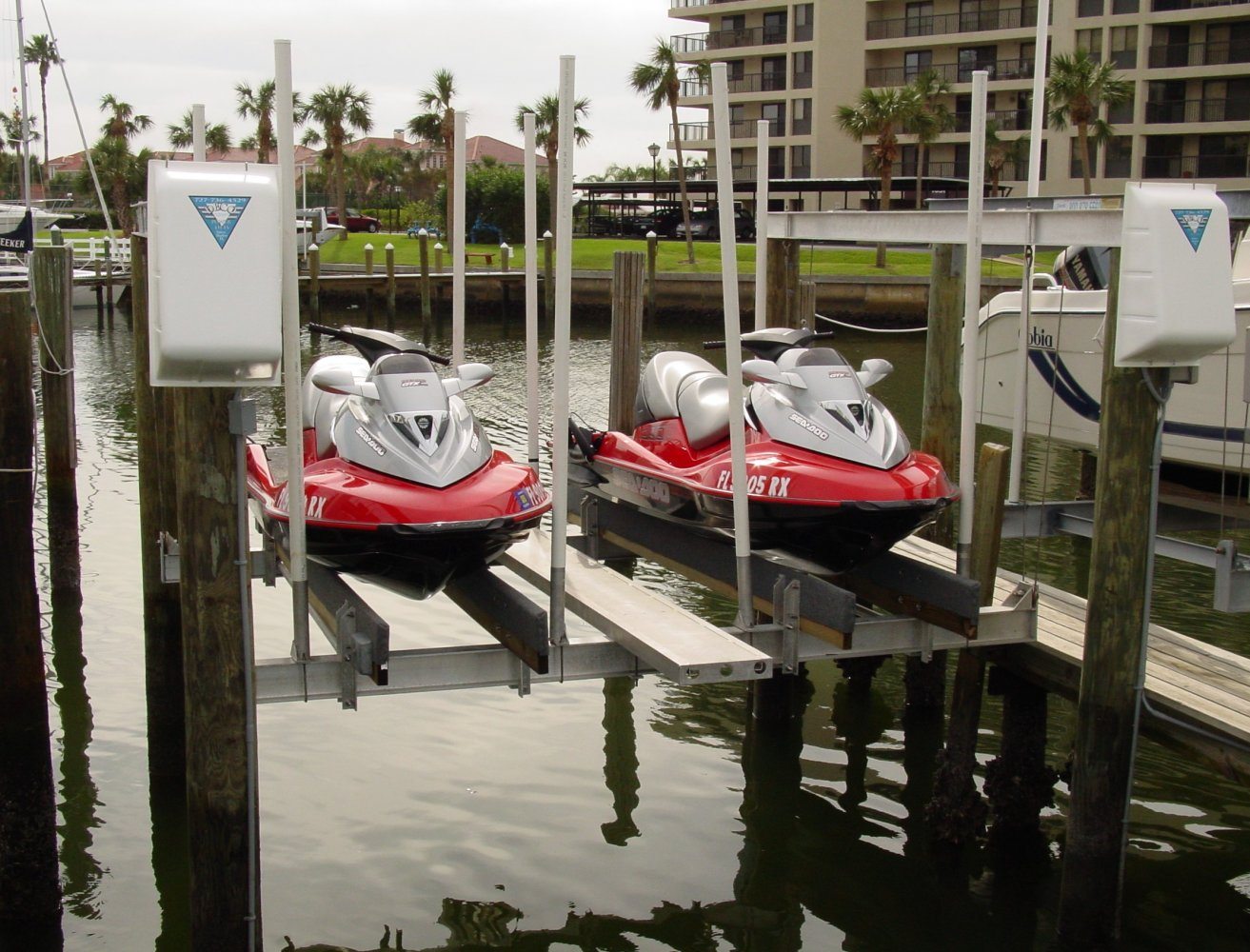 PWC Lift | DECO Boat Lifts